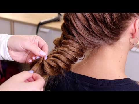 Прическа на средние волосы. Коса колосок на гофре