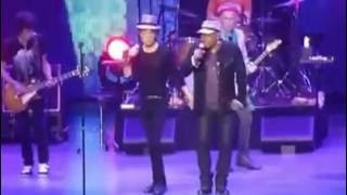THE ROLLING STONES & Aaron Neville   UNDER THE BOARDWALK(live)