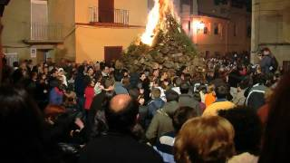 preview picture of video 'Foguera de Sant Antoni. Borriol 2010.'