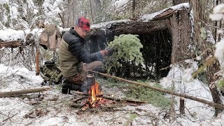 SOLO BUSHCRAFT CAMP  4 Items Only -Natural Shelter- Wild Game Over the Fire