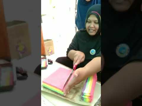 Cara Memotong Mini Roll Rainbow