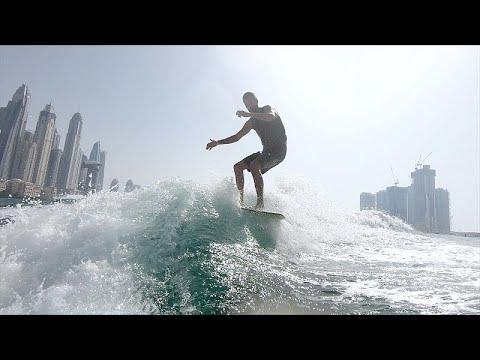 العرب اليوم - التزلج على الأمواج وركوبها رياضة رائجة في دبي