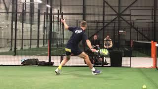 Calle Knutsson tränar volley