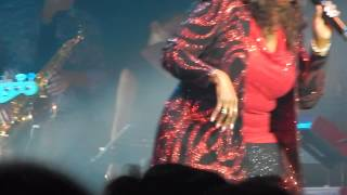 17. Just keep thinking about you - Gloria Gaynor [LIVE IN ARGENTINA 10-09-2014]