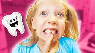 КАК МИЛАНА ВЫРВАЛА ЗУБ?? БАТУТЫ ПАПА И МАМА КАК ДЕТИ!!!!! веселимся всей семьей наш влог