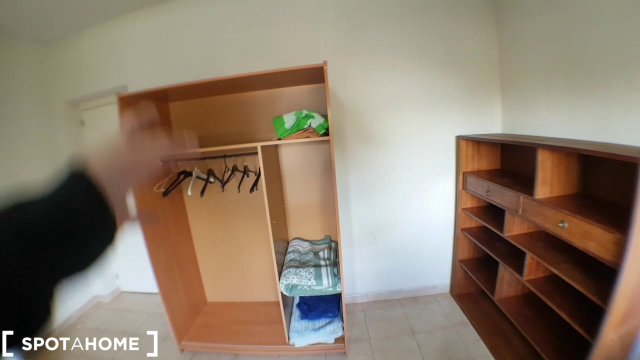 Rooms for rent in 8-bedroom house with garden in Villaviciosa de Odón