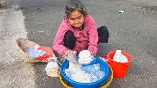 Cụ bà bán xôi bắp nhận tiền Việt kiều đã làm điều mà không ai ngờ đến