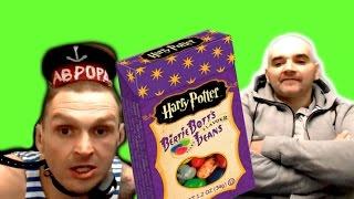 Мопс ест конфеты Гарри Поттера / Мопс ест бобы Гарри Поттера