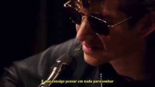 Arctic Monkeys - Love Is A Laserquest [Legendado]
