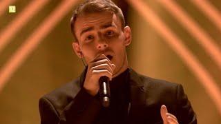 Kadr z teledysku Tylko mnie poproś do tańca tekst piosenki Krystian Ochman