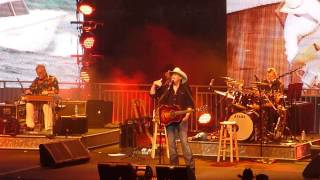 Alan Jackson concert video clip