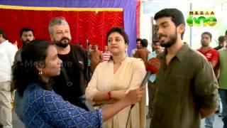 Kalidas Jayaram with family talks about Poomaram
