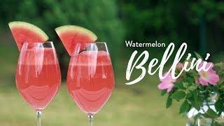 En klassisk Bellini görs ofta med persika men en riktigt somrig version