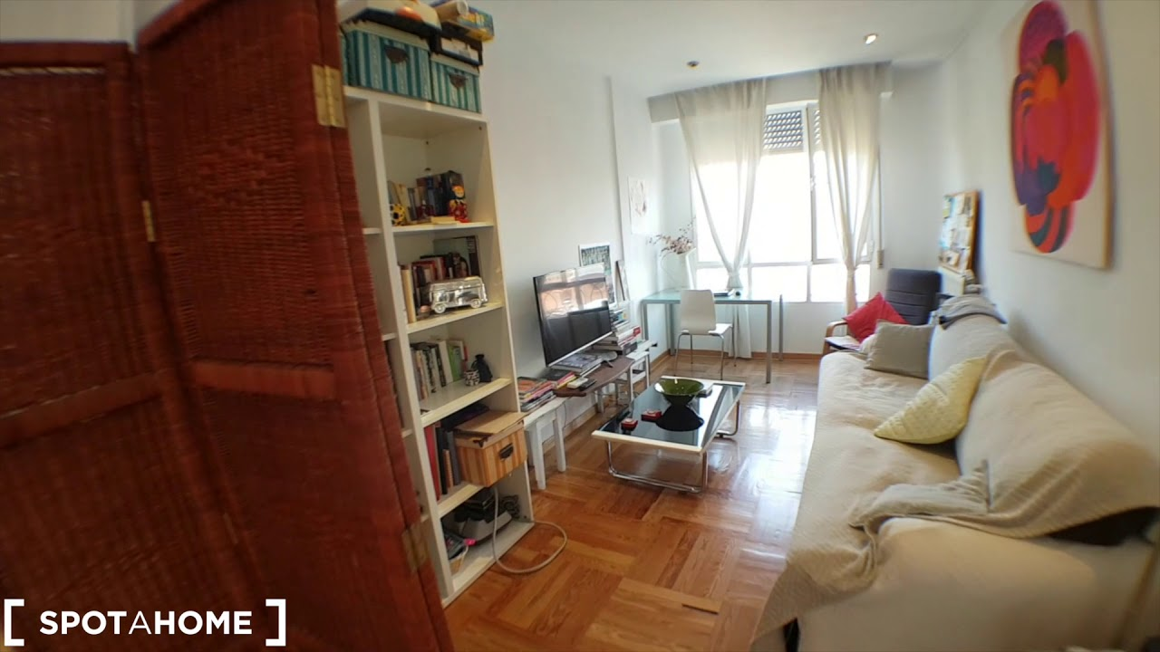 Charming rooms for rent in flatshare with rooftop terrace in Ríos Rosas