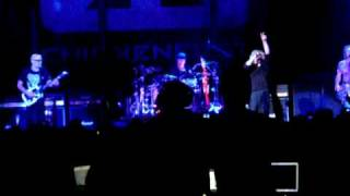 Chickenfoot live  learning to fall