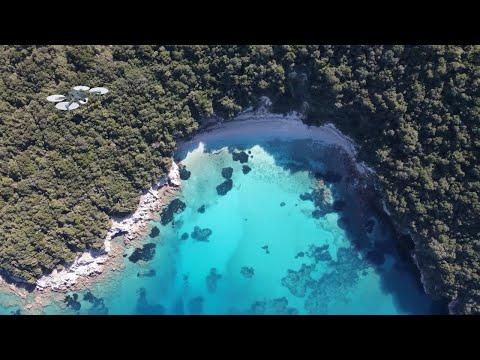 Η παραλία Πισίνα στα Σύβοτα Θεσπρωτίας με τα τιρκουάζ νερά