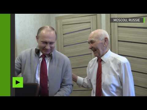 VIDÉO - L'étonnante surprise de Vladimir Poutine à son ancien patron du KGB
