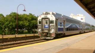 preview picture of video 'Passage d'un train AMT sans arrêt à Dorval'