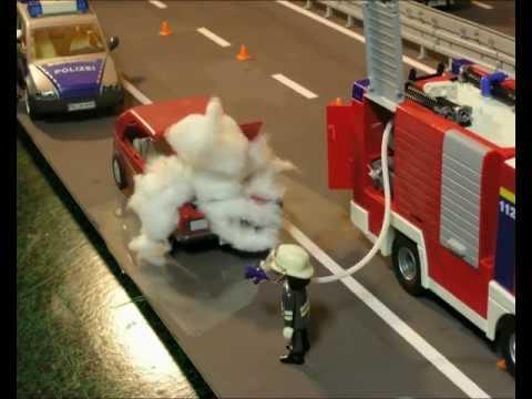 Freiwillige Feuerwehr rückt zum PKW-Brand aus (Playmobil Trickfilm by Playmotal)