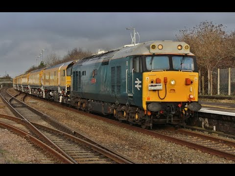 50008 'Thunderer' with Network Rail's Rail Grinder passes Br…