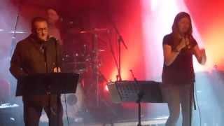 Paul Heaton & Jacqui Abbott - You Keep It All In - Live @ Colne Muni - 28th October 2015