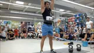 preview picture of video 'Genuflexiuni cu kettlebell - Strongest Man in the City 2013'