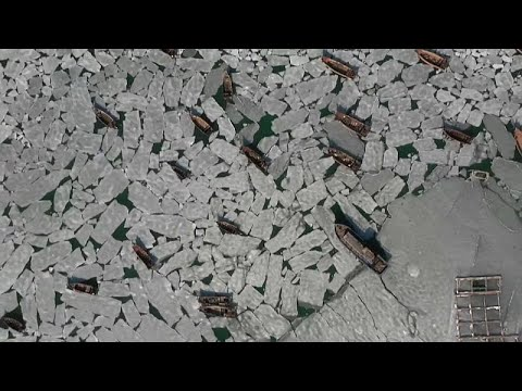 العرب اليوم - شاهد: مياه البحر المتجمدة تُحاصر مئات القوارب في الصين