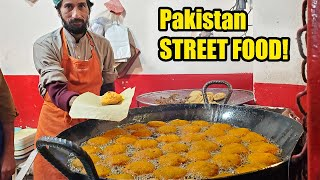BRAIN CURRY BREAKFAST! Pakistan NIGHT MARKET STREET FOOD Tour of Lahore Pakistan