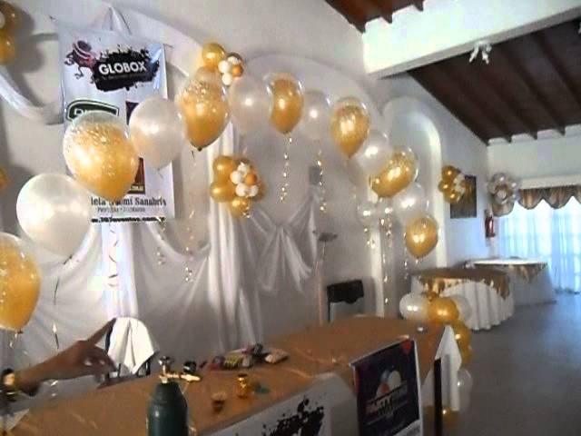 Decoraci n dorado y blanco telaje decoraci n dorado y for Decoracion con globos 50 anos