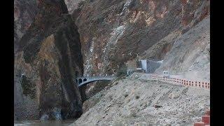 它也是川藏线上唯一能过大型车辆的桥,禁止所有游客拍照!