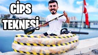 CİPS PAKETLERİNDEN GEMİ YAPTIK!! (EFSANE OLDU) videomuz sizlerle. Arkadaşlar bugün bildiğiniz gibi içerisinde hava dolu olan cips paketlerini kullanarak Berat Toksöz yani BEROO ile birlikte bir tekne yaptık ve Antalya Boğaçayı nda yüzdürdük. Efsane eğlenceli bir o kadar da komik bir video oldu. İyi seyirler.  Fester Abdü  https://www.instagram.com/delimine  İrtibat & İşbirliği: Türkiyenin En Çılgın YouTube Kanalı delimine@creatorstation.com