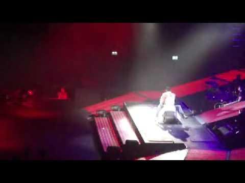 Usher @Rotterdam dry humping