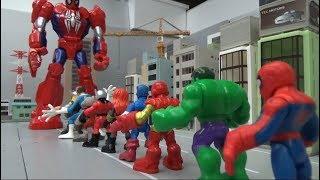 Spiderman 10 Super Heroes enter big spiderman robots toys 스파이더맨 10명 슈퍼 히어로 큰 스파이더맨 로봇에 들어가다 장난감 놀이
