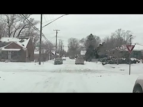 Detroit working to plow more than 2,400 miles of roads within 24 hours