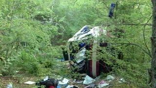 В Крыму выясняют причины аварии с пассажирским автобусом, который упал с обрыва.
