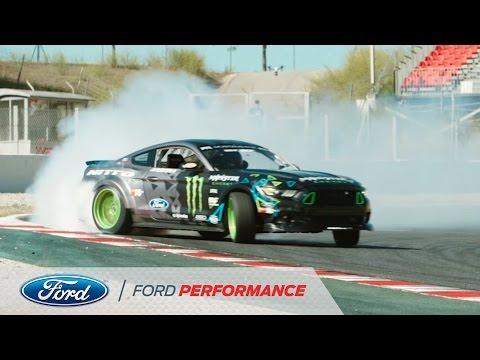 Vaughn Gittin Jr. no circuito da catalunha de Ford Mustang RTR