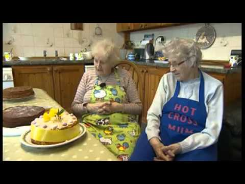 UK Granny recalls the time she made a Christmas cake.