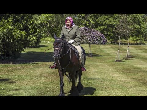 Η Βασίλισσα της Αγγλίας βγήκε από το Γουίνδσορ