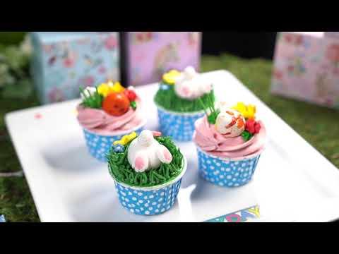 帝京酒店区域行政糕饼总厨陈继志示范「帝港狮子咖啡曲奇」与「兔仔杯子蛋糕」