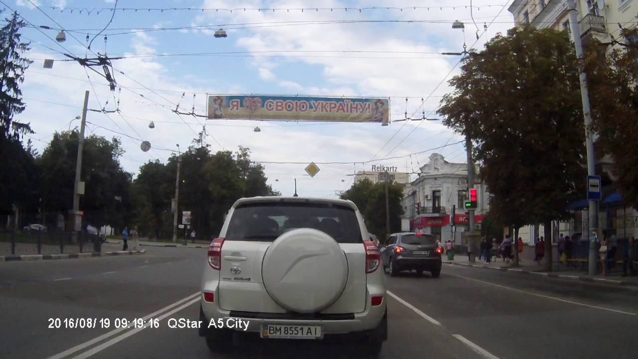 В центре города Сумы столкнулись три автомобиля
