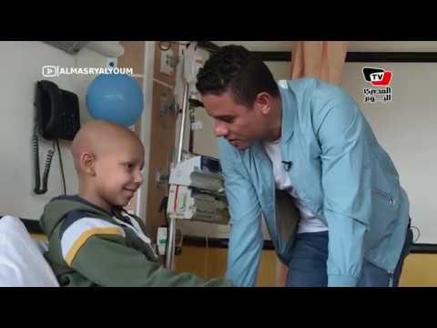 مواقف إنسانية لا تنتهي.. سعد سمير يفاجئ مشجع الأهلي بمكالمة «صلاح».. ويلتقي بأطفال «٥٧٣٥٧»