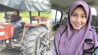 Viral! Bajak Sawah Pakai Traktor, Wanita Cantik Ini Malah Panen Hujatan dari Netizen