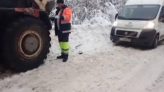 Грейдер застрял в Пудожском районе Карелии