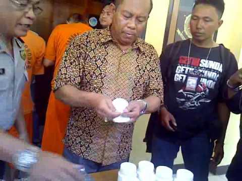 Video Dua tersangka pengedar obat TRAMADOL & HEXYMER diringkus Sat Narkoba Polres Sukabumi