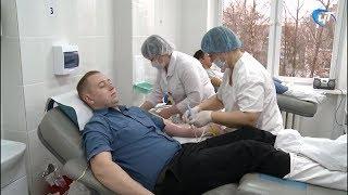Новгородские дорожные полицейские сдали кровь в преддверии дня памяти жертв ДТП