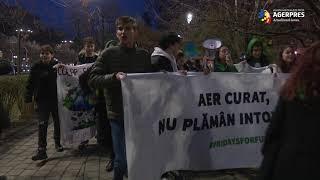 """Marş împotriva poluării din Capitală """"Aer curat, nu plămân intoxicat!"""""""
