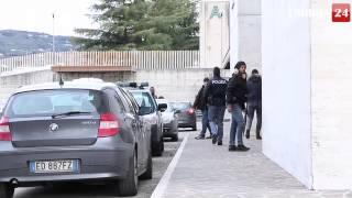 preview picture of video 'Droga a Perugia, sgominata banda di nigeriani: il momento degli arresti'