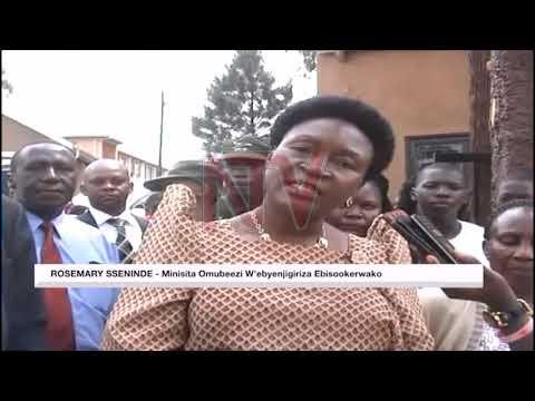 EMMERE KU MASOMERO : Minisita Sseninde agamba wateekebwewo amateeka ku bazadde