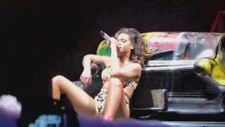 Rihanna   Man Down Live