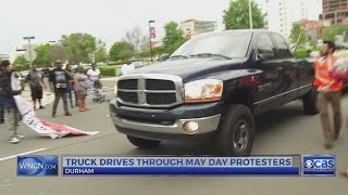 Pickup truck driver goes through Durham protest | Kholo.pk
